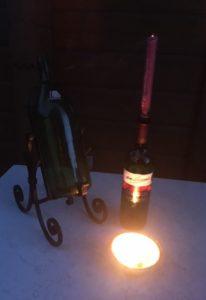 Weinflasche als Kerzenständer